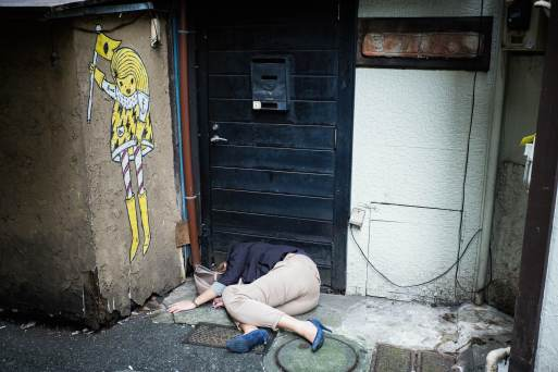 drunk-and-asleep-in-an-alley-japanese-woman1
