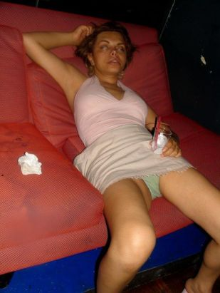 passed_out_girls_32
