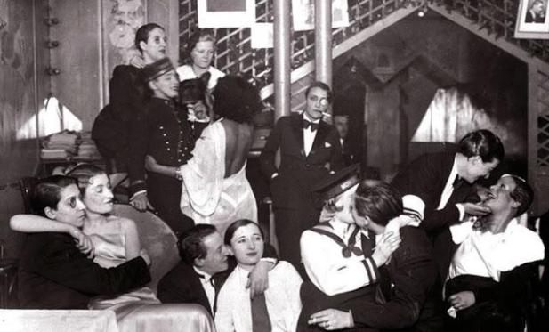 Lesbian party during the weimar replublic 1920's