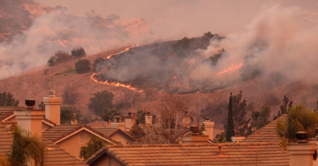 Wildfire_Calif_Orange_AnaheimHills_Homes_1200